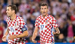 25.06.2016, Stade Bollaert Delelis, Lens, FRA, UEFA Euro 2016, Kroatien vs Portugal, Achtelfinale, im Bild Darijo Srna (CRO), Mario Mandzukic (CRO) // Darijo Srna (CRO), Mario Mandzukic (CRO) during round of 16 match between Croatia and Portugal of the UEFA EURO 2016 France at the Stade Bollaert Delelis in Lens, France on 2016/06/25. EXPA Pictures © 2016, PhotoCredit: EXPA/ JFK
