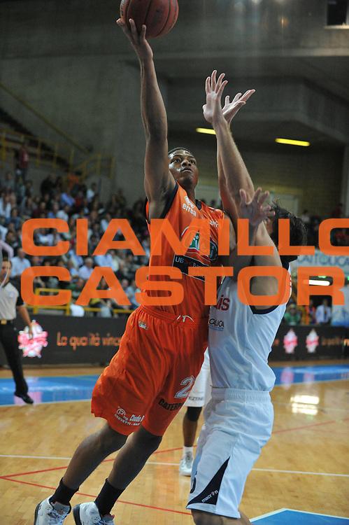 DESCRIZIONE : Verona Lega Basket A2 2011-12 Amichevole Tezenis Verona Fileni BPA Jesi <br /> GIOCATORE : Jeffrey Brooks<br /> CATEGORIA : Tiro<br /> SQUADRA : Tezenis Verona Fileni BPA Jesi<br /> EVENTO : Campionato Lega A2 2011-2012<br /> GARA : Tezenis Verona Fileni BPA Jesi<br /> DATA : 09/10/2011<br /> SPORT : Pallacanestro <br /> AUTORE : Agenzia Ciamillo-Castoria/M.Gregolin<br /> Galleria : Lega Basket A2 2011-2012 <br /> Fotonotizia : Venezia Lega Basket A2 2011-12 Amichevole Tezenis Verona Fileni BPA Jesi<br /> Predefinita :