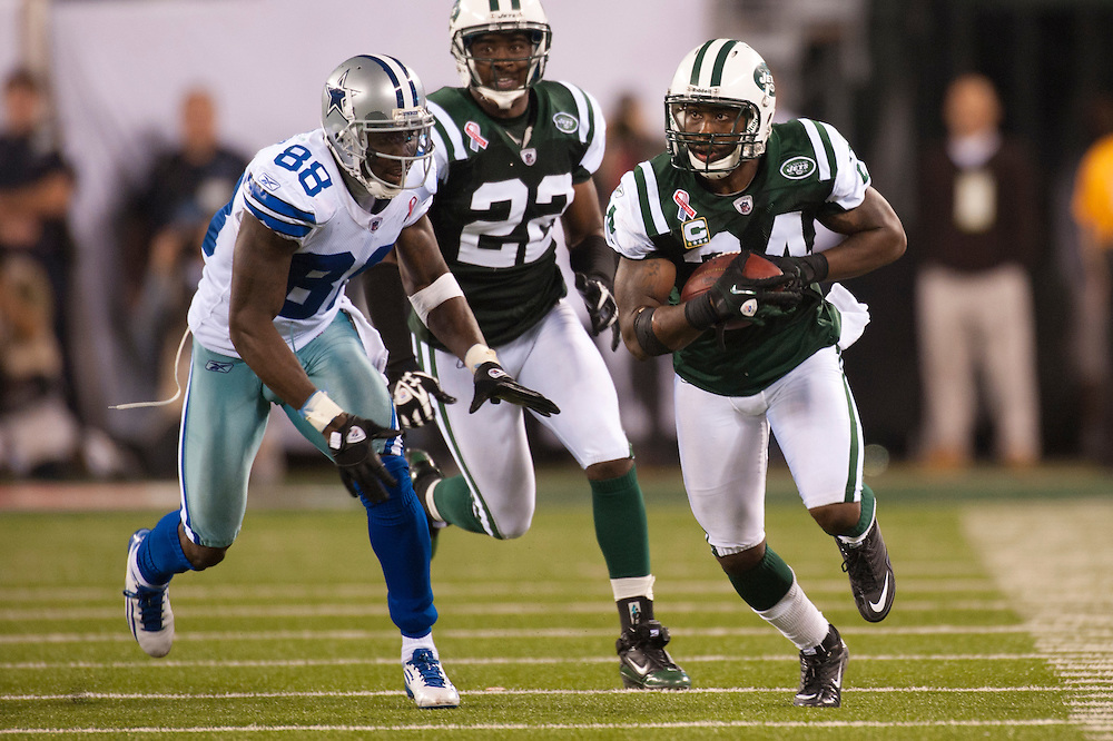 EAST RUTHERFORD, NJ - SEPTEMBER 11:  Darrelle Revis #24 of the New York Jets runs the ball after an interception against the Dallas Cowboys at MetLife Stadium on September 11, 2011 in East Rutherford, New Jersey. The Jets defeated the Cowboys 27 to 24. (Photo by Rob Tringali) *** Local Caption *** Darrelle Revis