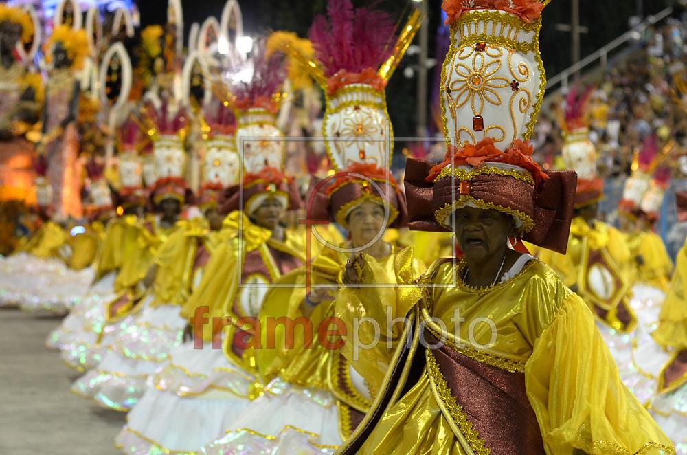 Rio de Janeiro, RJ – 14/02/2015 – Desfile do GRES Renascer de Jacarepaguá com o enredo Candeia –Um manifesto ao povo em forma de arte, sexta escola no segundo dia do Grupo de Acesso do Carnaval 2015, no Sambódromo da Marquês de Sapucaí, na noite de hoje (14/02). FOTO: ADRIANO ISHIBASHI/FRAME