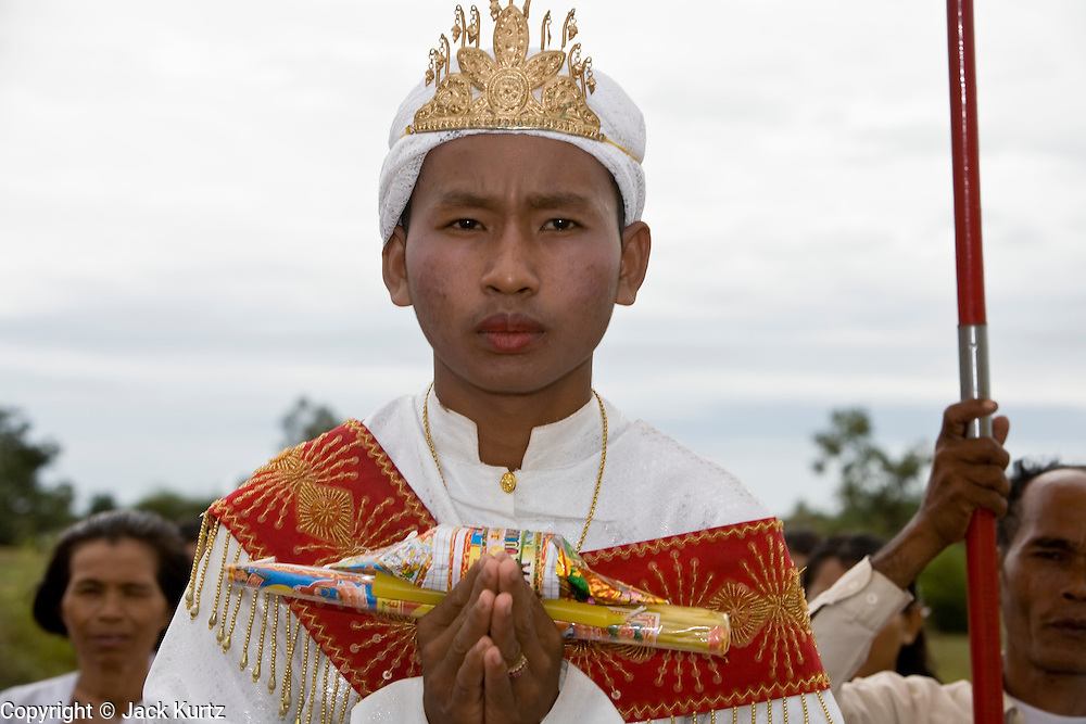 01 JULY 2006 - DAMNAK SMACH, CAMBODIA: Young Cambodian men process through the countryside near Damnak Smach in a ceremony marking their ordination as Buddhist monks. Photo by Jack Kurtz / ZUMA Press