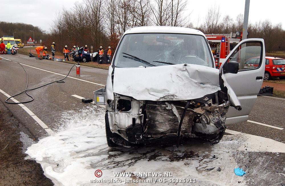 Dodelijk ongeval Randweg Huizen, .politie, beknelling, verkeer, brandweer, ambulance, trauma, schuim, lekkage, benzine, diesel