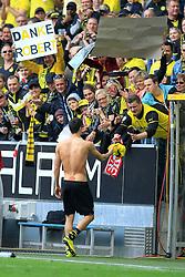 03.05.2014, Signal Iduna Park, Dortmund, GER, 1. FBL, Borussia Dortmund vs TSG 1899 Hoffenheim, 33. Runde, im Bild Robert Lewandowski (Borussia Dortmund #9) verschenkt zum Abschied sein Trikot mit Plakat Danke Robert // during the German Bundesliga 33th round match between Borussia Dortmund and TSG 1899 Hoffenheim at the Signal Iduna Park in Dortmund, Germany on 2014/05/04. EXPA Pictures © 2014, PhotoCredit: EXPA/ Eibner-Pressefoto/ Schueler<br /> <br /> *****ATTENTION - OUT of GER*****