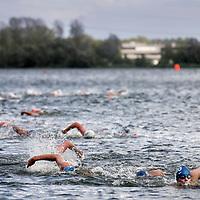 Nederland, Amsterdam , 7 augustus 2011..3 jaar op rij is Het Y nationaal verenigingskampioen open water zwemmen geworden..De hoogste tijd dus om zelf een wedstrijd te organiseren..Na veel zoekwerk hebben we een geschikte locatie gevonden: De Gaasperplas inAmsterdam ZuidOost.De datum voor deze eerste open water wedstrijd is 7 augustus 2011..Foto:Jean-Pierre Jans