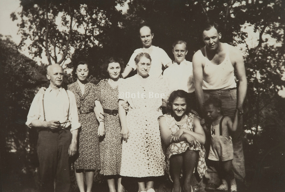 group photo of the whole family 1938