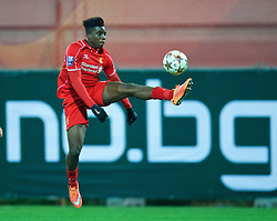 SOFIA, BULGARIA - Wednesday, November 26, 2014: Liverpool's Oviemuno Ejaria Sheyi Ojo in action against PFC Ludogorets Razgrad during the UEFA Youth League Group B match at the Georgi Asparuhov Stadium. (Pic by David Rawcliffe/Propaganda)