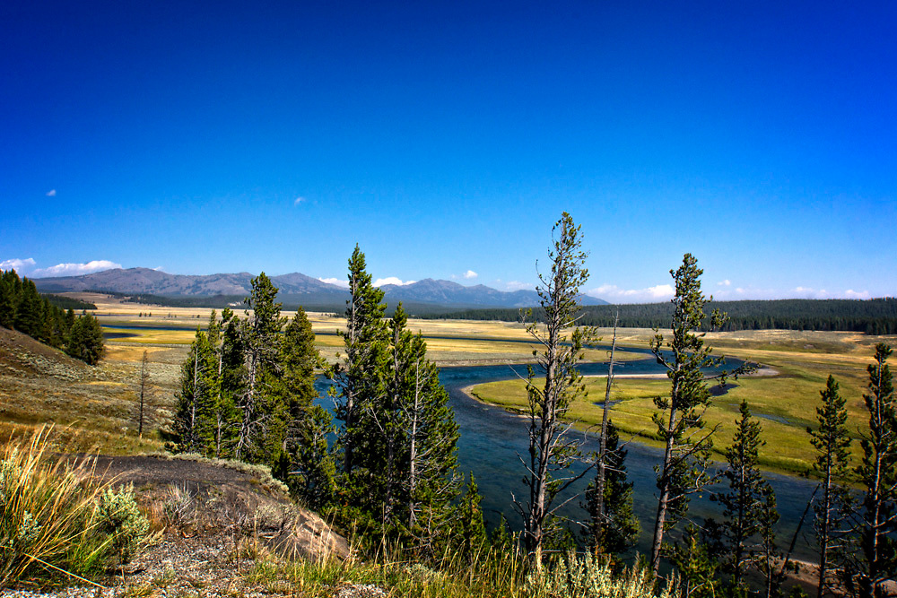 We stopped here to take in the beautiful scenery of the blue water, blue sky and the mountains in the distance.