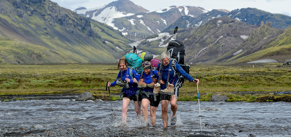 09-07-2014 ISL: Iceland Diabetes Challenge Dag 5, Emstrur<br /> Van Alftavatn naar Emstrur / Sasja Huisman, Petra Seegers, Eelco