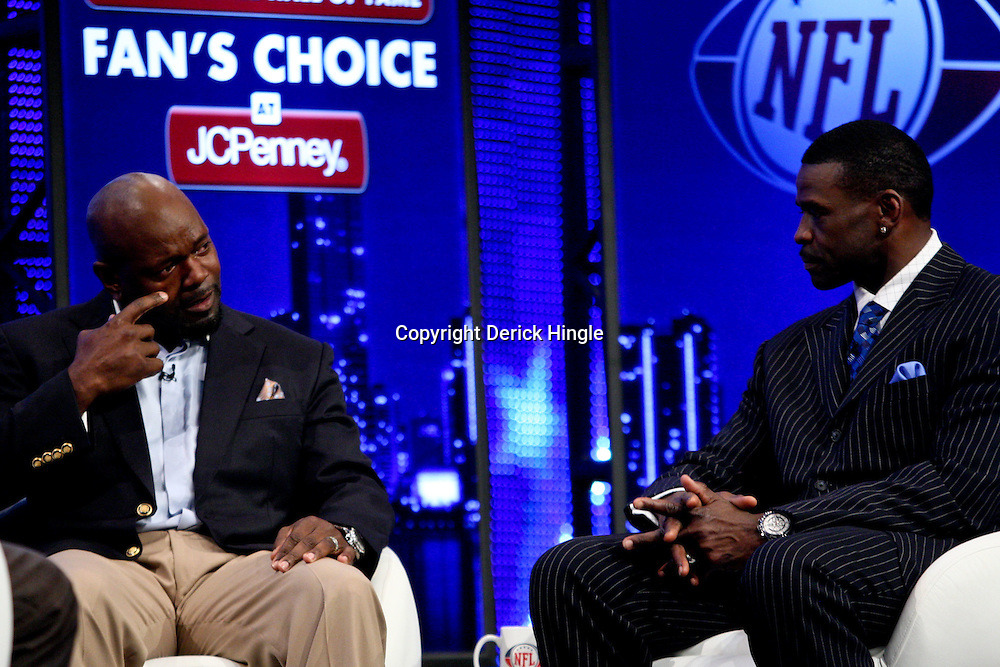 06 February, 2010: Michael Irvin (right) with Emmitt Smith (left) on stage after Emmitt Smith was announced as one of the newest Enhrinees into the Hall of Fame during a press conference for the Pro Football Hall of Fame Class of 2010 Enshrinees held at the Greater Ft. Lauderdale/Broward County Convention Center in Fort Lauderdale, Florida.