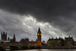 London, February 1st 2016. Dark clouds drift over Westminster as London feels the effects of Storm Henry. ///FOR LICENCING CONTACT: paul@pauldaveycreative.co.uk TEL:+44 (0) 7966 016 296 or +44 (0) 20 8969 6875. ©2015 Paul R Davey. All rights reserved.