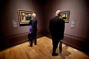 Den Haag, 3 februari 2015.<br /> rechts in beeld :&quot;Portret van een man&quot; van Hans Memling, ca.1470, links : &quot; Maria en kind, met de heilige Barbara, heilige Elizabeth van Hongarije en Jan Vos&quot;, ca.1441-1443 van Jan van Eyk en atelier<br /> Kunstschatten uit New York in Mauritshuis<br /> Persvoorbezichtiging &gt;&gt; De Frick Collection is de kunstverzameling van de Amerikaanse staalmagnaat en mecenas Henry Clay Frick. <br /> Nooit eerder was een volledige tentoonstelling met werken uit de The Frick Collection buiten New York te zien. <br /> De tentoonstelling bevat meesterwerken uit de 13de tot en met de 19de eeuw, waaronder schilderijen, tekeningen, sculpturen en toegepaste kunst. Hieronder bevindt zich werk van grote meesters als Cimabue, Van Eyck, Memling, Reynolds, Gainsborough en Ingres, kunstenaars die niet of nauwelijks te zien zijn in Nederlandse museale collecties. The Frick Collection - Kunstschatten uit New York geeft inzicht in de verzameling en achtergrond van The Frick Collection en zijn legendarische stichter, de vermogende staalmagnaat Henry Clay Frick (1849-1919).<br /> ANP MARTIJN BEEKMAN
