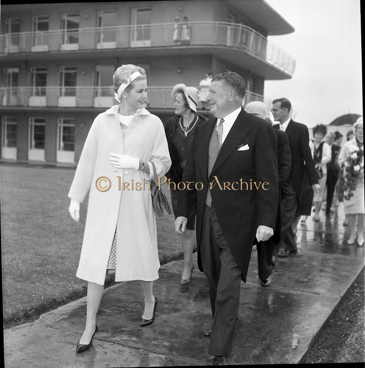 12/06/1961<br /> 06/12/1961<br /> 12 June 1961<br />  Princess Grace of Monaco visits Our Lady's Hospital for Sick Children, Crumlin, where she chatted with patients and parents, and helped to distribute some 500 boxes of chocolates as gifts throughout the wards.