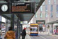 Mannheim. 01.03.17 | BILD- ID 034 |<br /> Innenstadt. Plankenumbau. Auswirkungen auf den Stra&szlig;enbahnverkehr. Am Hauptbahnhof informieren rnv Mitarbeiter &uuml;ber die Plan&auml;nderungen und Streckenverbindungen.<br /> Bild: Markus Prosswitz 01MAR17 / masterpress (Bild ist honorarpflichtig - No Model Release!)