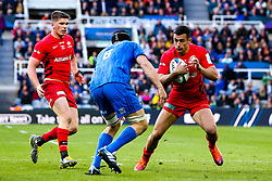 Alex Lozowski of Saracens takes on Scott Fardy of Leinster Rugby - Mandatory by-line: Robbie Stephenson/JMP - 11/05/2019 - RUGBY - St James' Park - Newcastle, England - Leinster Rugby v Saracens - Heineken Champions Cup Final