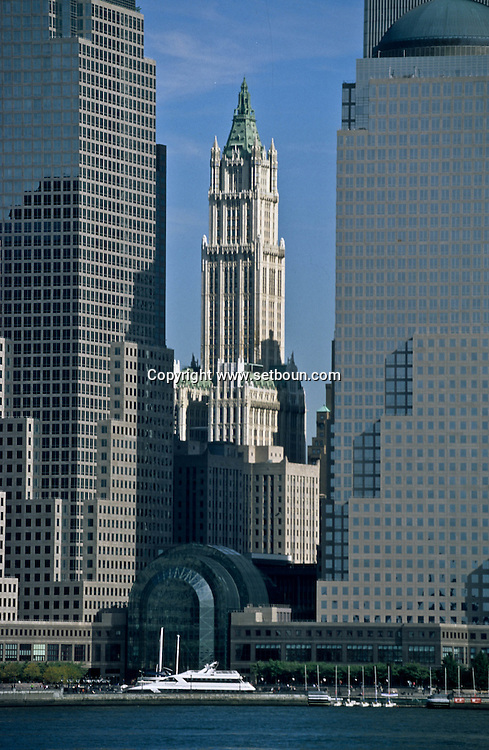 New York. Woolworth building, downtown Manhattan and world trade center /   le Woolworth building dowtown manhattan et le world trade center