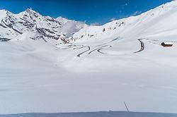 THEMENBILD - Blick auf die vom Schnee geräumten Serpentinen der Strasse. Die Grossglockner Hochalpenstrasse verbindet die beiden Bundeslaender Salzburg und Kaernten mit einer Laenge von 48 Kilometer und ist als Erlebnisstrasse vorrangig von touristischer Bedeutung, aufgenommen am 2. Mai 2017, Fusch a. d. Glocknerstrasse, Oesterreich // View of the snow cleared serpentines of the road. The Grossglockner High Alpine Road connects the two provinces of Salzburg and Carinthia with a length of 48 km and is as an adventure road priority of tourist interest at Fusch a. d. Glocknerstrasse, Austria on 2017/05/02. EXPA Pictures © 2017, PhotoCredit: EXPA/ JFK