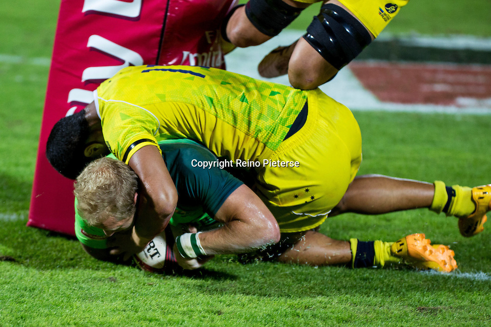 Dubai UAE,  Philip Snyman scores for South Africa in the final during the IRB Rugby 7's. 6th December 2014. Photo by Reino Pieterse/SPORTDXB