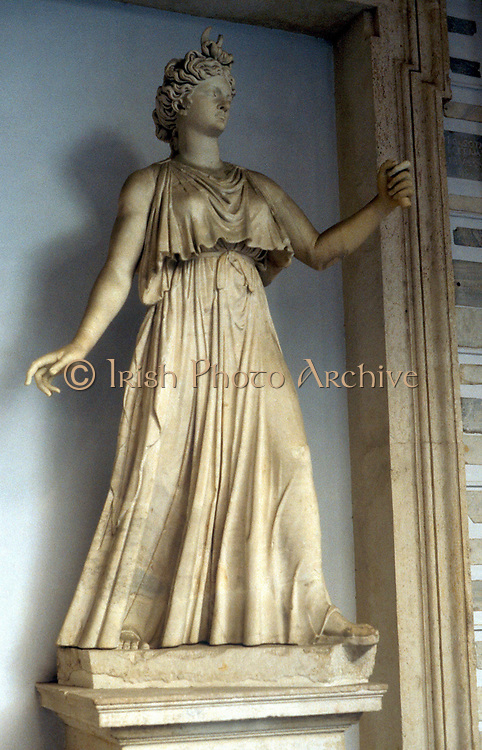 Juno (Hera) wife and sister of Jupiter, Queen of Heaven. Protected women and marriage. Marble statue.
