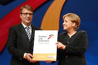 03 DEC 2007, HANNOVER/GERMANY:<br /> Ronal Pofalla (L), CDU Generalsekretaer, und Angela Merkel (R), CDU Bundesvorsitzende und Bundeskanzlerin, praesentieren das neue Grundsatzprogramm der CDU, CDU Bundesparteitag<br /> IMAGE: 20071203-01-462<br /> KEYWORDS: Parteiprogramm, Programm