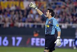 03-03-2007 VOETBAL: SEVILLA FC - BARCELONA: SEVILLA  <br /> Sevilla wint de topper met Barcelona met 2-1 / Keeper Victor Valdes Arribas<br /> &copy;2006-WWW.FOTOHOOGENDOORN.NL