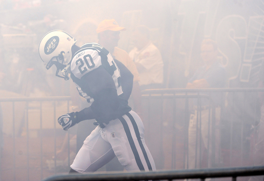EAST RUTHERFORD, NJ - SEPTEMBER 3: Thomas Jones #20 of the New York Jets runs onto the field before the game against the Philadelphia Eagles on September 3, 2009 at Giants Stadium in East Rutherford, New Jersey. The Jets won 38-27. (Photo by Rob Tringali) *** Local Caption *** Thomas Jones