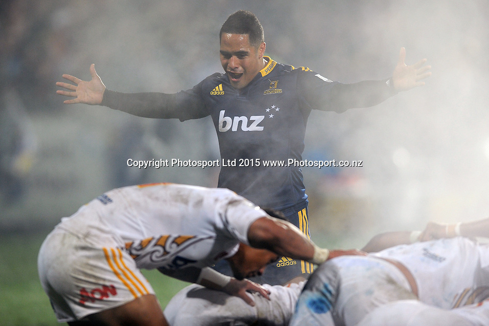 Aaron Smith of the Highlanders in action, during the Super Rugby Match between the Highlanders and the Chiefs, held at Rugby Park, Invercargill, New Zealand, 30th May 2015. Credit: Joe Allison / www.Photosport.co.nz