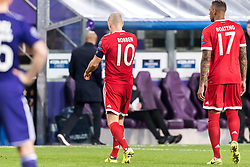 Arjen Robben of FC Bayersn Munich left the match injured during the UEFA Champions League group B match between RSC Anderlecht and Bayern Muenchen on November 22, 2017 at Constant Vanden Stock Stadium in Brussels, Belgium.