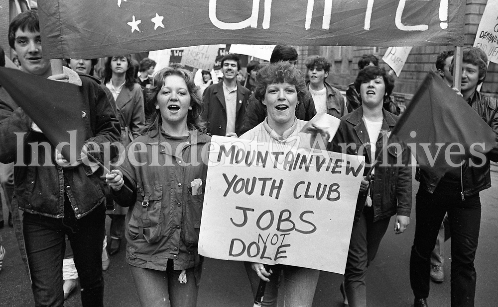 Labour Youth March through Dublin to Kildare Street, circa November 1983 (Part of the Independent Newspapers Ireland/NLI Collection).
