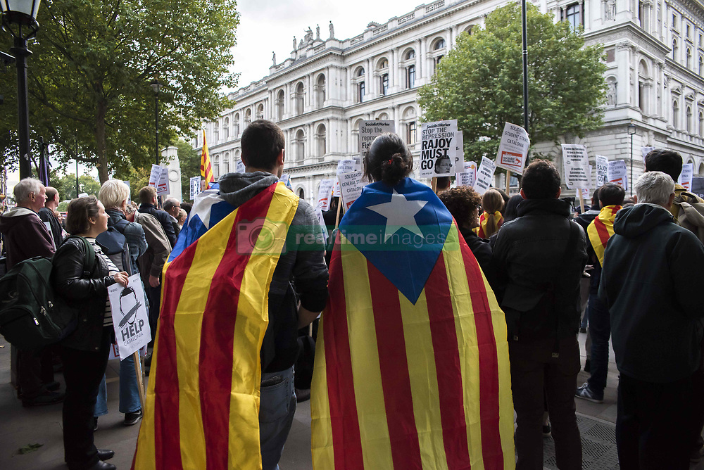 October 3, 2017 - London, United Kingdom - People waving Catalan flags and holding placards, protest in front of Downing Street against the Spanish Government, over the Catalan referendum violence, in London on October 3, 2017. The demonstration took place in solidarity with the thousands protesters who gathered in the streets of Barcelona to protest against the violence of Spain's National Police, over the referendum for Catalonia's independence. (Credit Image: © Alberto Pezzali/NurPhoto via ZUMA Press)