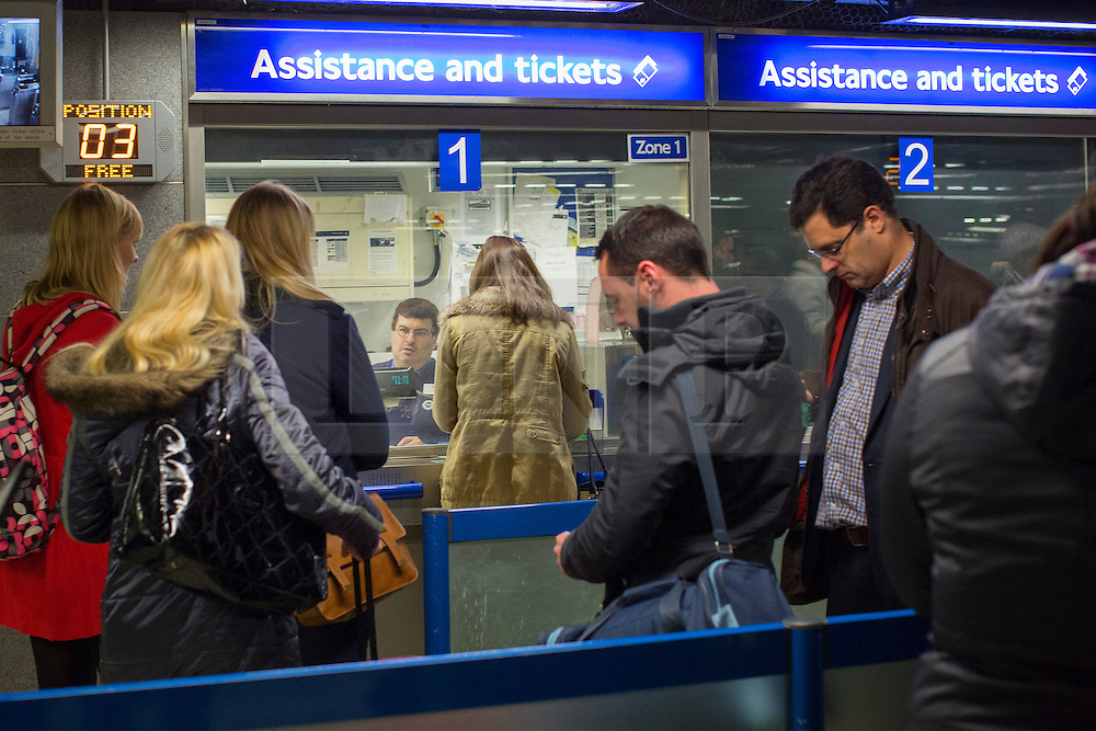 © licensed to London News Pictures. London, UK 21/11/2013. Tube passengers queuing outside ticket offices at Victoria Tube Station on Thursday, November 21, 2013. TfL reveals the plans to shut London Tube ticket offices and cut 750 jobs by 2015 due to cuts of about £78m. Photo credit: Tolga Akmen/LNP