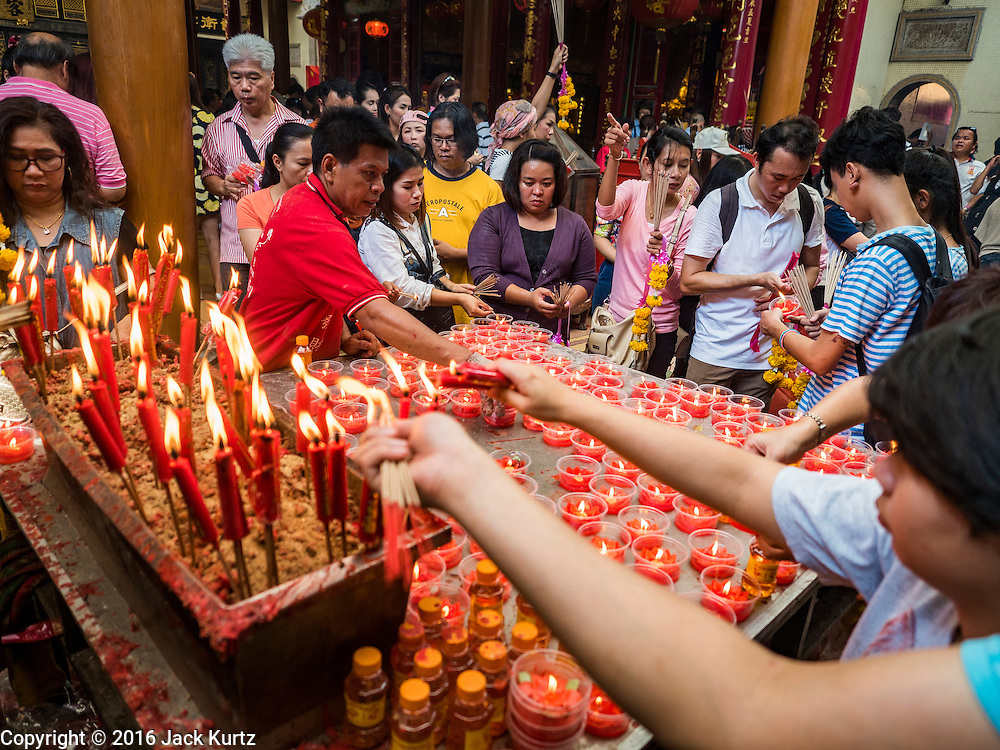 "31 JANUARY 2016 - BANGKOK, THAILAND: People make merit at Wat Mangon Kamlawat, the largest Mahayana (Chinese) Buddhist temple in Bangkok, before the celebration of Chinese New Year. Thailand has the largest overseas Chinese population in the world; about 14 percent of Thais are of Chinese ancestry and some Chinese holidays, especially Chinese New Year, are widely celebrated in Thailand. Chinese New Year, also called Lunar New Year or Tet (in Vietnamese communities) starts Monday February 8. The coming year will be the ""Year of the Monkey.""           PHOTO BY JACK KURTZ"