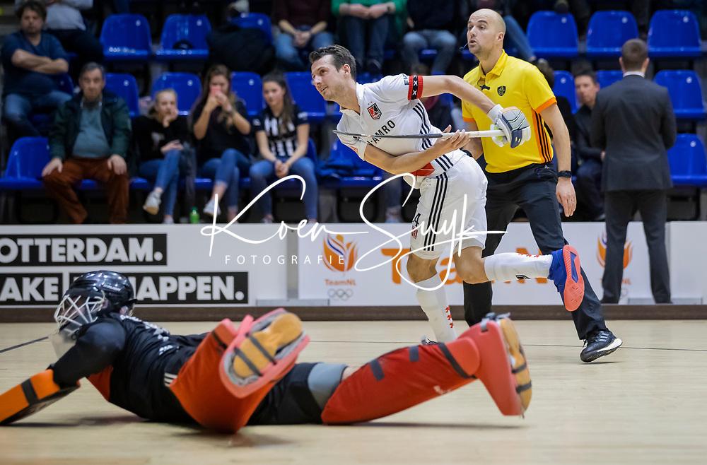 ROTTERDAM  - NK Zaalhockey . finale heren: SCHC-Amsterdam (2-2, SCHC wint shoot-outs) . Nicky Leijs (Adam) scoort   tijdens de shoot-outs. COPYRIGHT KOEN SUYK
