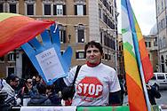 Roma 9 Aprile 2013.Manifestazione dei cittadini di Taranto che protestano contro l'inquinamento e la riapertura di ILVA di fronte alla Camera dei Deputati e in attesa della decisione della Corte costituzionale sulla legge salva-Ilva.