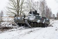 23 FEB 2013, LETZLINGEN/GERMANY:<br /> Schuetzenpanzer, SPz, Marder 1A3, des Panzergrenadierbattailons 212 der Bundeswehr mit Wintertarnung waehrend einer Gefechtsuebung im Winter, Gefechtsuebungszentrum Heer, Truppenuebungsplatz Altmark<br /> IMAGE: 20130223-01-024<br /> KEYWORDS: Gefechtsübung, Schnee, Schützenpanzer, Gefechtsübungszentrum, Heer, Armee, Streikräfte, Militaer, Miltär, Streitkraefte, Panzer, Streitkräfte