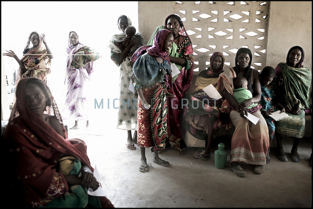 Chadian IDP waiting for medical help from MSF in the Kerfi refugee camp on 11 April, 2007 in KERFI, Chad. The violence has spread from Sudan to Chad where Arab militias attack villages in Chad as well and more than 120.000 Chadian villagers have fled to IDP camps in the region. Last week the Chadian army has made militairy movements across the border with Sudan. The Sudanese government has said that this is unacceptable and will not be tolerated.