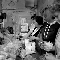 Miners wives and members of womens support groups make up food parcels for striking miners families during the 1984-85 strike...© Martin Jenkinson tel 0114 258 6808  mobile 07831 189363 email martin@pressphotos.co.uk  NUJ recommended terms & conditions apply. Copyright Designs & Patents Act 1988. Moral rights asserted credit required. No part of this photo to be stored, reproduced, manipulated or transmitted by any means without prior written permission.