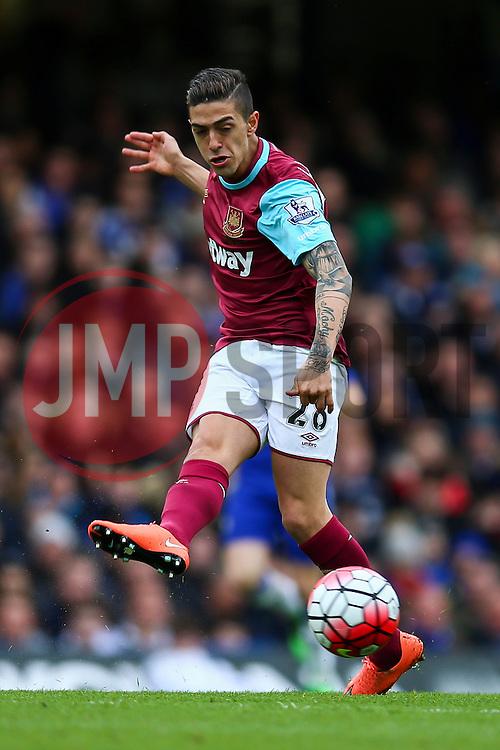 Manuel Lanzini of West Ham United in action - Mandatory byline: Jason Brown/JMP - 19/03/2016 - FOOTBALL - London, Stamford Bridge - Chelsea v West Ham United - Barclays Premier League