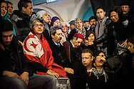 © Benjamin Girette / IP3 PRESS : le 8 Fevrier 2013:  Le corp de Chokri BELAID est amène a la Maison de la culture Jbel jloud a proximité de Tunis avant la procession vers le cimetière, Tunis. La famille se rassemble devant le corps du defunt.