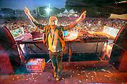 Nederland, Nijmegen, 31-5-2008DJ Junkie XL bij Emporium dancefestival. Het thema was the american dream, en het hoofdpodium was een replica van het witte huis (white house). Discotheek,club the Matrixx organiseerde het openluchtfestijn met 20.000 bezoekers.Foto: Flip Franssen/Hollandse Hoogte