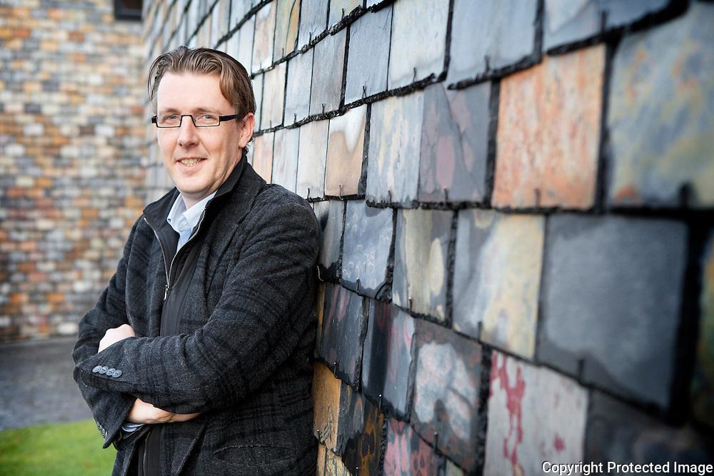 372164-Schepen van Financiën Hans Welters aan CultuurCentrum Heist op den Berg