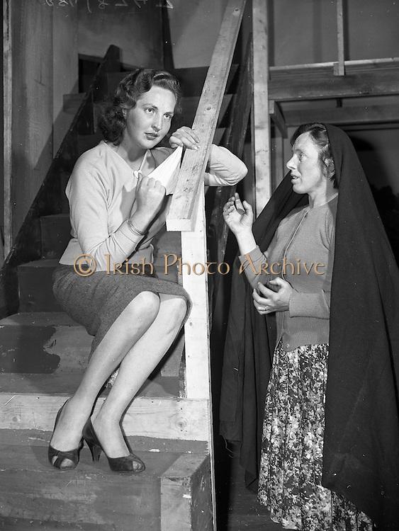 """23/06/1959<br /> 06/23/1959<br /> 23 June 1959<br /> Damer Hall Rehersal of Frank Carney's """"Siul Barr Cnoic"""" at Damer Hall, Dublin by Aisteoiri Ceitinn for Gael Linn. Mairead Ni Dhalaigh as Treasa (left) and Gobnait Ni Shuilleabhain as Maimeo. The play was performed 29/06/1959."""