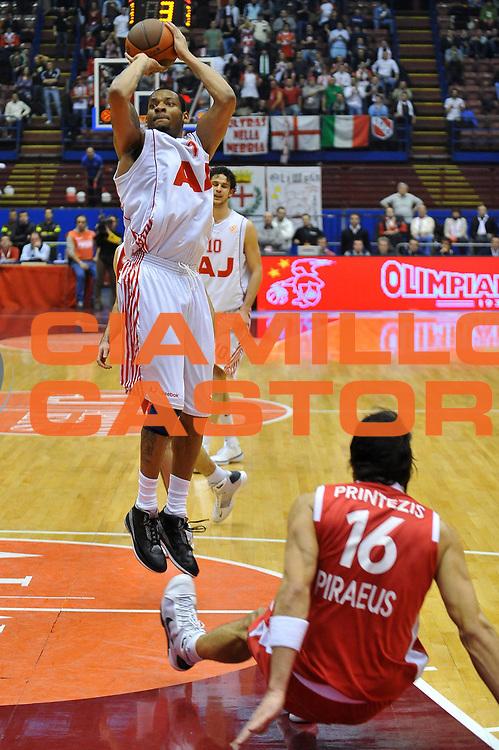 DESCRIZIONE : Milano Eurolega 2008-09 Armani Jeans Milano Olympiacos Piraeus<br /> GIOCATORE : Mike Hall<br /> SQUADRA : Armani Jeans Milano<br /> EVENTO : Eurolega 2008-2009<br /> GARA : Armani Jeans Milano Olympiacos Piraeus<br /> DATA : 29/01/2009<br /> CATEGORIA : Tiro<br /> SPORT : Pallacanestro<br /> AUTORE : Agenzia Ciamillo-Castoria/A.Dealberto