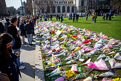 © Licensed to London News Pictures. 25/03/2017. London, UK. Members of public pay their respects to the victims of Westminster terror attack in Parliament Square, London on 25 March 2017. Photo credit: Tolga Akmen/LNP