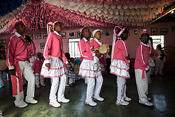 The language of the Congo express their religiosity and the recent group's life. Through songs, reminiscing the social problems and its traditional stories.