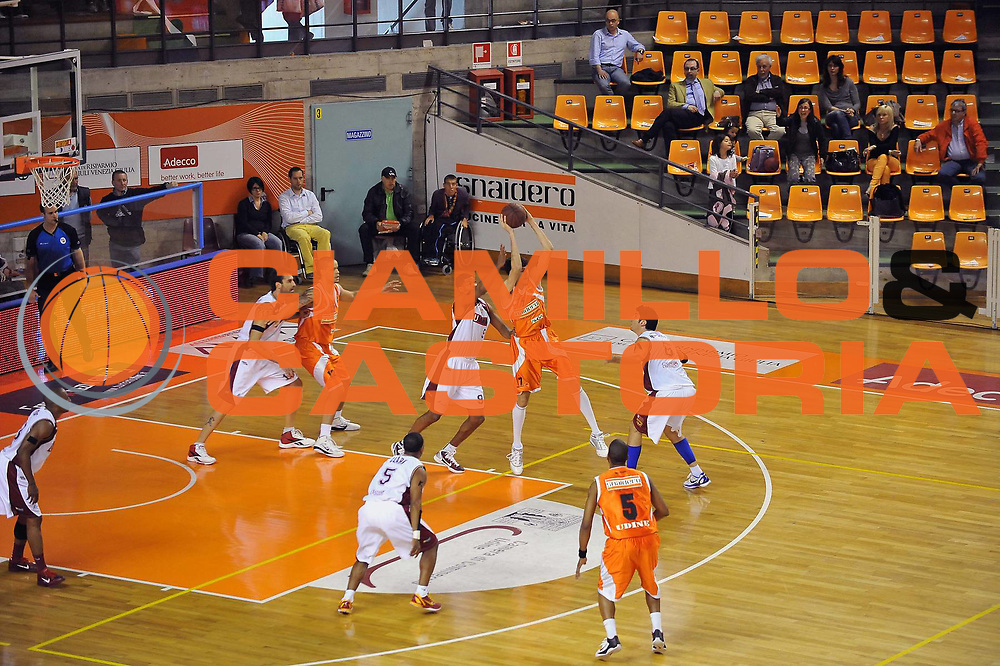 DESCRIZIONE : Udine Lega A2 2010-11 Snaidero Udine Umana Venezia<br /> GIOCATORE : Davide Pascolo<br /> SQUADRA : Snaidero Udine<br /> EVENTO : Campionato Lega A2 2010-2011<br /> GARA : Snaidero Udine Umana Venezia<br /> DATA : 17/04/2011<br /> CATEGORIA : Passaggio<br /> SPORT : Pallacanestro <br /> AUTORE : Agenzia Ciamillo-Castoria/S.Ferraro<br /> Galleria : Lega Basket A2 2010-2011 <br /> Fotonotizia : Udine Lega A2 2010-11 Snaidero Udine Assigeco Umana Venezia<br /> Predefinita :