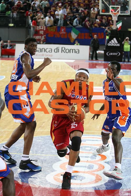 DESCRIZIONE : Roma Lega A1 2007-08 Playoff Quarti di finale Gara 3 Lottomatica Virtus Roma Tisettanta Cantu<br /> GIOCATORE : David Hawkins<br /> SQUADRA : Lottomatica Virtus Roma<br /> EVENTO : Campionato Lega A1 2007-2008 <br /> GARA : Lottomatica Virtus Roma Tisettanta Cantu<br /> DATA : 15/05/2008 <br /> CATEGORIA : penetrazione<br /> SPORT : Pallacanestro <br /> AUTORE : Agenzia Ciamillo-Castoria/E.Castoria