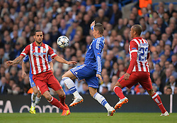 30.04.2014, Stamford Bridge, London, ENG, UEFA CL, FC Chelsea vs Atletico Madrid, Halbfinale, Rueckspiel, im Bild Athletico Madrid's midfielder Mario Suarez Chelsea's forward Fernando Torres and Athletico Madrid's defender Miranda compete for the ball // Athletico Madrid's midfielder Mario Suarez Chelsea's forward Fernando Torres and Athletico Madrid's defender Miranda compete for the ball during the UEFA Champions League Round of 4, 2nd Leg Match between Chelsea FC and Club Atletico de Madrid at the Stamford Bridge in London, Great Britain on 2014/05/01. EXPA Pictures &copy; 2014, PhotoCredit: EXPA/ Mitchell Gunn<br /> <br /> *****ATTENTION - OUT of GBR*****