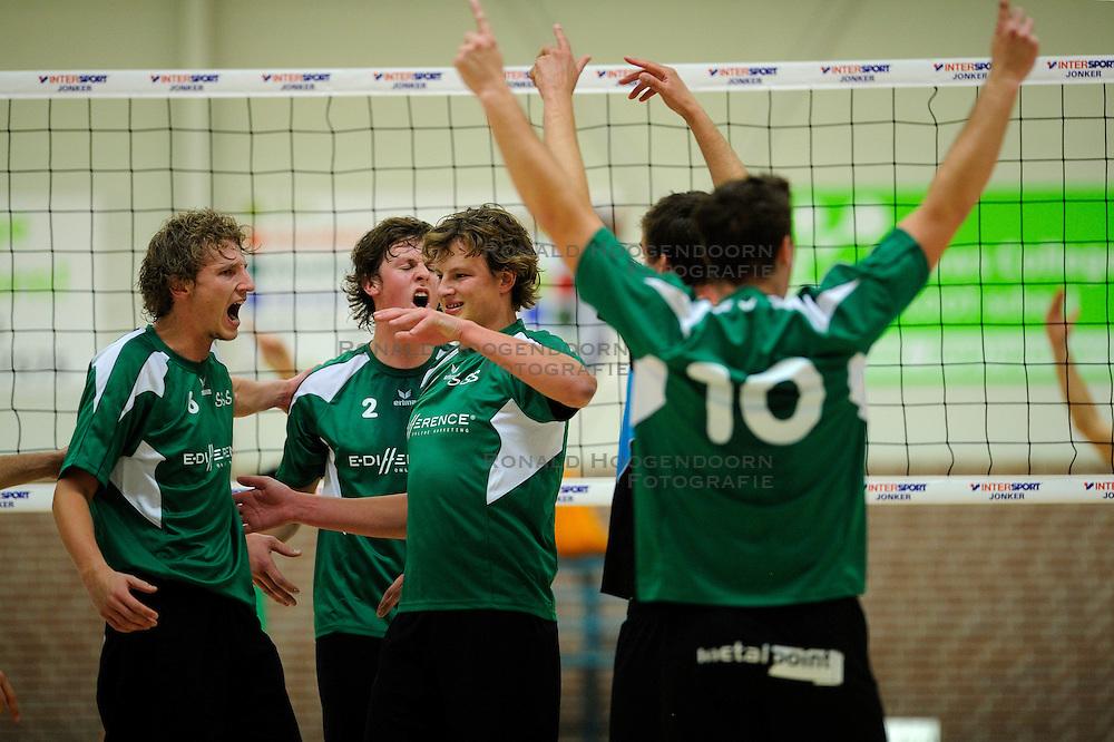 27-10-2012 VOLLEYBAL: VV ALTERNO - E DIFFERENCE SSS: APELDOORN<br /> Eerste divisie A mannen - Alterno wint met 4-0 van SSS / (L-R) Kevin van de Pol, Michiel van de Beek, Paul van Roomen<br /> &copy;2012-FotoHoogendoorn.nl