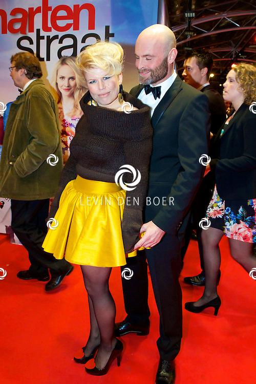 AMSTERDAM - In het Tuschinski theater is de nieuwe Nederlandse film 'Harten Straat' in premiere gegaan. Met op de rode loper   Anne marie Jung en Burt Rutteman. FOTO LEVIN DEN BOER - PERSFOTO.NU