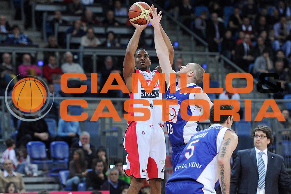 DESCRIZIONE : Pesaro Lega A 2011-12 Scavolini Siviglia Pesaro Bennet Cantu<br /> GIOCATORE : James White<br /> CATEGORIA : tiro<br /> SQUADRA : Scavolini Siviglia Pesaro<br /> EVENTO : Campionato Lega A 2011-2012<br /> GARA : Scavolini Siviglia Pesaro Bennet Cantu<br /> DATA : 21/03/2012<br /> SPORT : Pallacanestro<br /> AUTORE : Agenzia Ciamillo-Castoria/C.De Massis<br /> Galleria : Lega Basket A 2011-2012<br /> Fotonotizia : Pesaro Lega A 2011-12 Scavolini Siviglia Pesaro Bennet Cantu<br /> Predefinita :